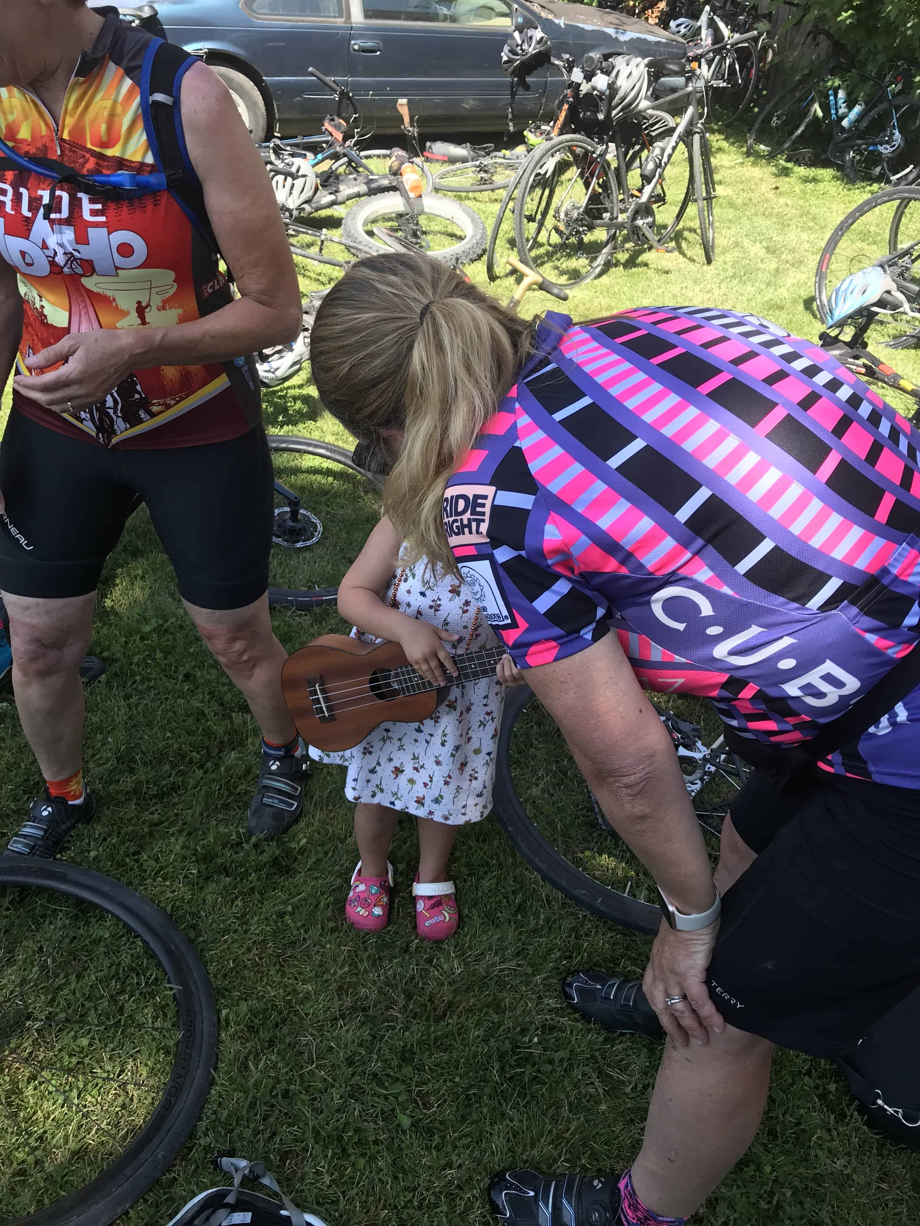 Jenny shares her ukulele with a young music fan on RAGBRAI 2019